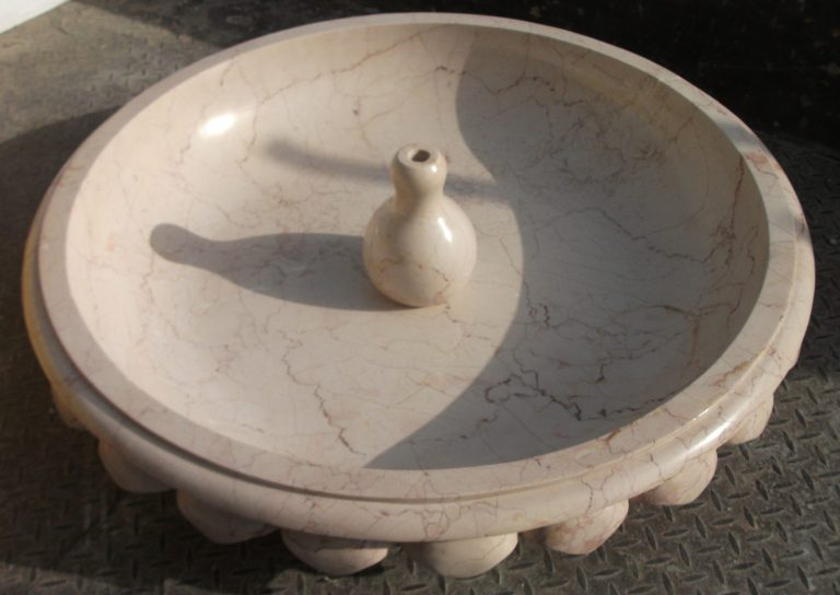 Bottochino Beig  Marble Fountain wz hand engraving leaves